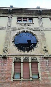 Decorazione laterale dell'ex mobilificio Guastalla