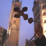 Cattedrale campanile croce piegata