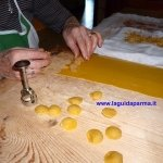 Making cappelletti LaGuidaParma