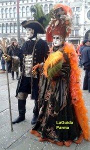Carnevale Venezia costumi sgargianti