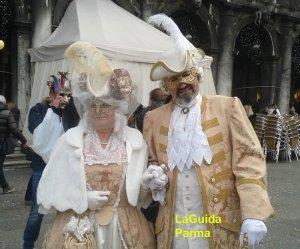 Carnevale Venezia maschere in Piazza San Marco