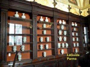 Spezieria Parma sala del fuoco scaffali