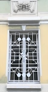 Particolare di una finestra Liberty a Parma